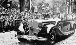 Hitler-Riding-in-his-merc-001